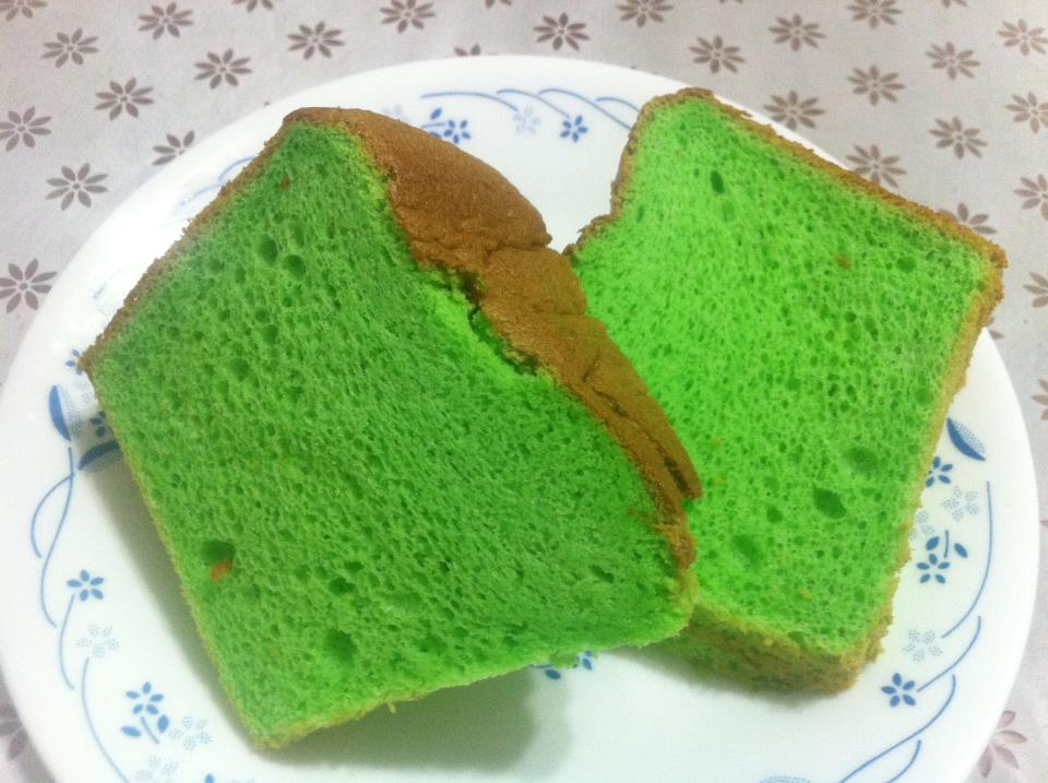 NaNa LOvEs BaKiNg/ CoOkiNG: Pandan Chiffon Cake