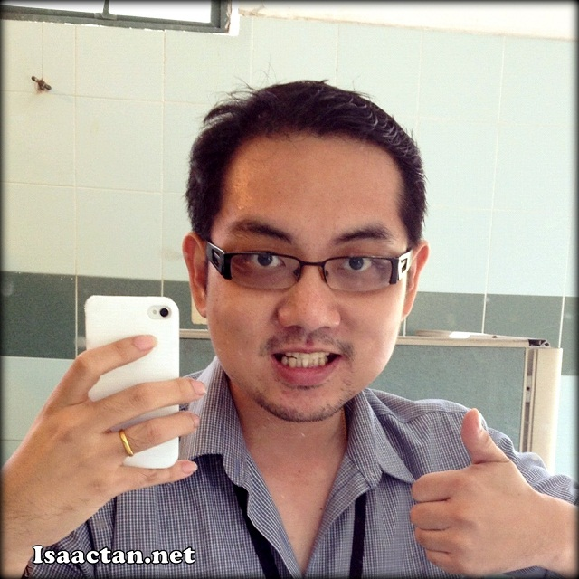 Here's me giving the thumbs up, here's to more facial hair and shaving it all off with the Philips Aquatouch AT890
