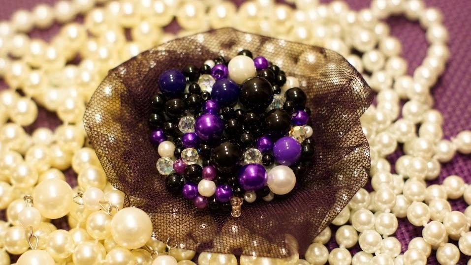 ...handmaidowym tworzeniem biżuterii...