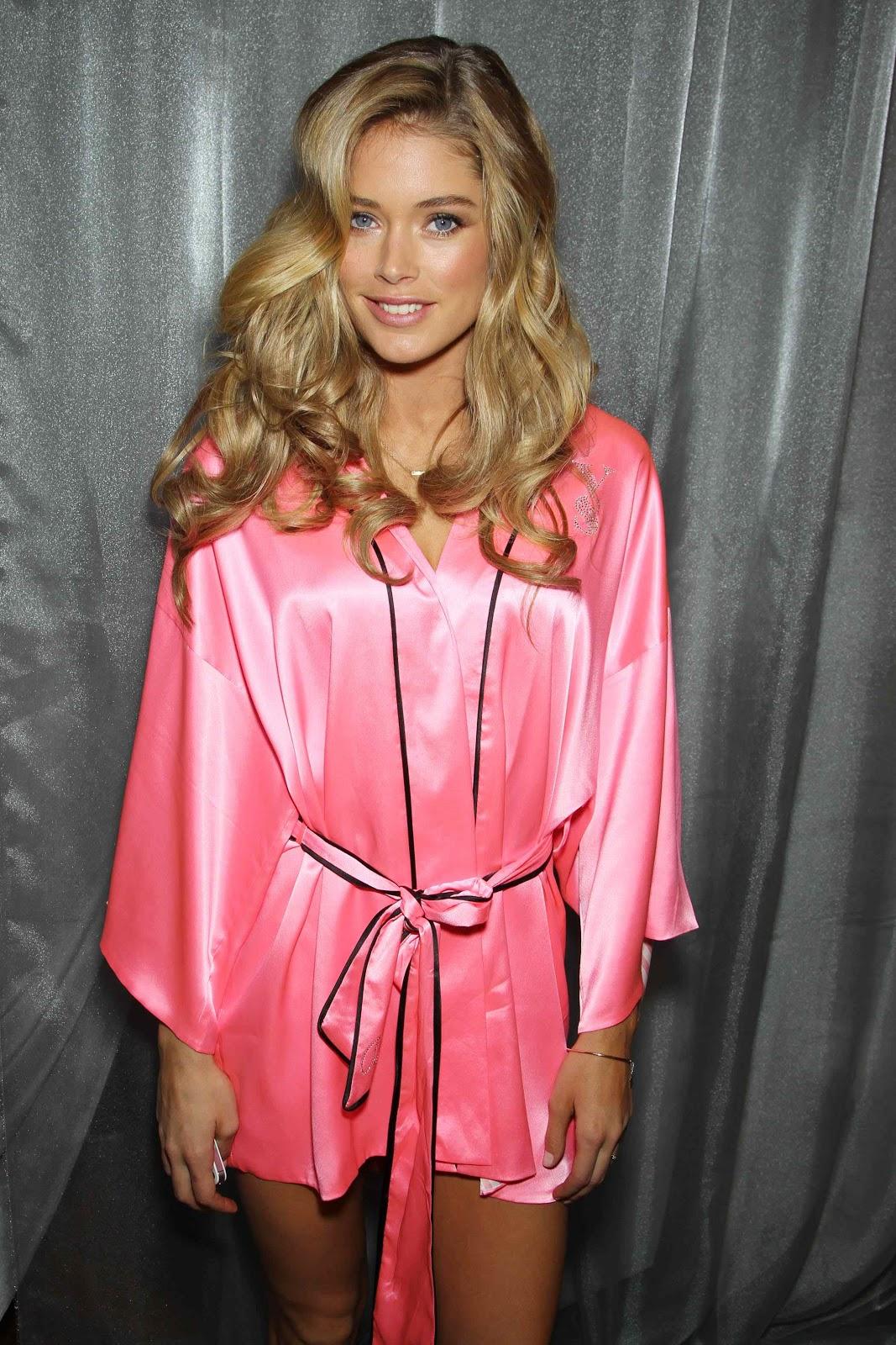 http://3.bp.blogspot.com/-G2OPryzRrIw/UNji-FFXqtI/AAAAAAABVK0/XlKFheVW4u4/s1600/Doutzen+Kroes+pink+robe+Victoria%27s+Secret+Fashion+Show07.jpg