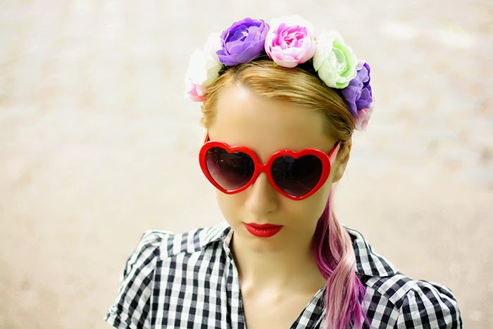 H&M checkered dress floral headband heart shaped sunnies