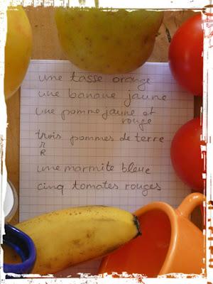 Früchte und Gegenstände und der Einkaufszettel: une tasse orange, une banane jaune usw.