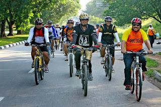 Bersepeda bersama - tips keselamatan bersepeda