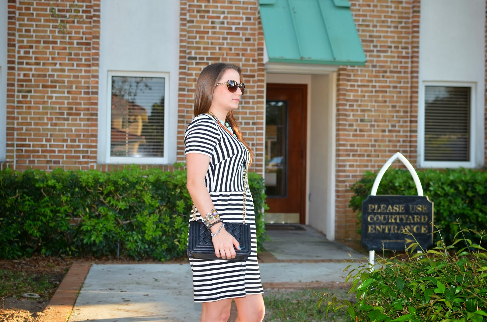 stripped dress black clutch