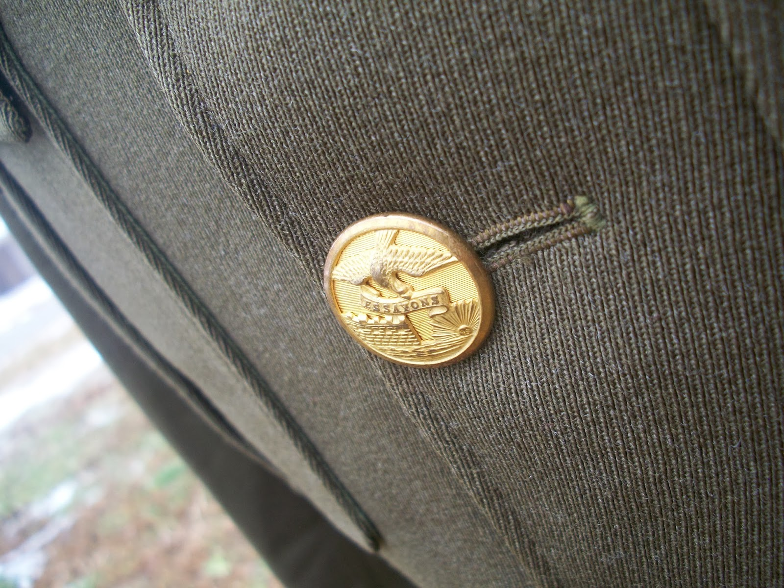 essayons button 12 x gaunt london army royal engineers gilt uniform buttons essayons design  featuring castle and bird - made by gaunt london they measure 15mm.