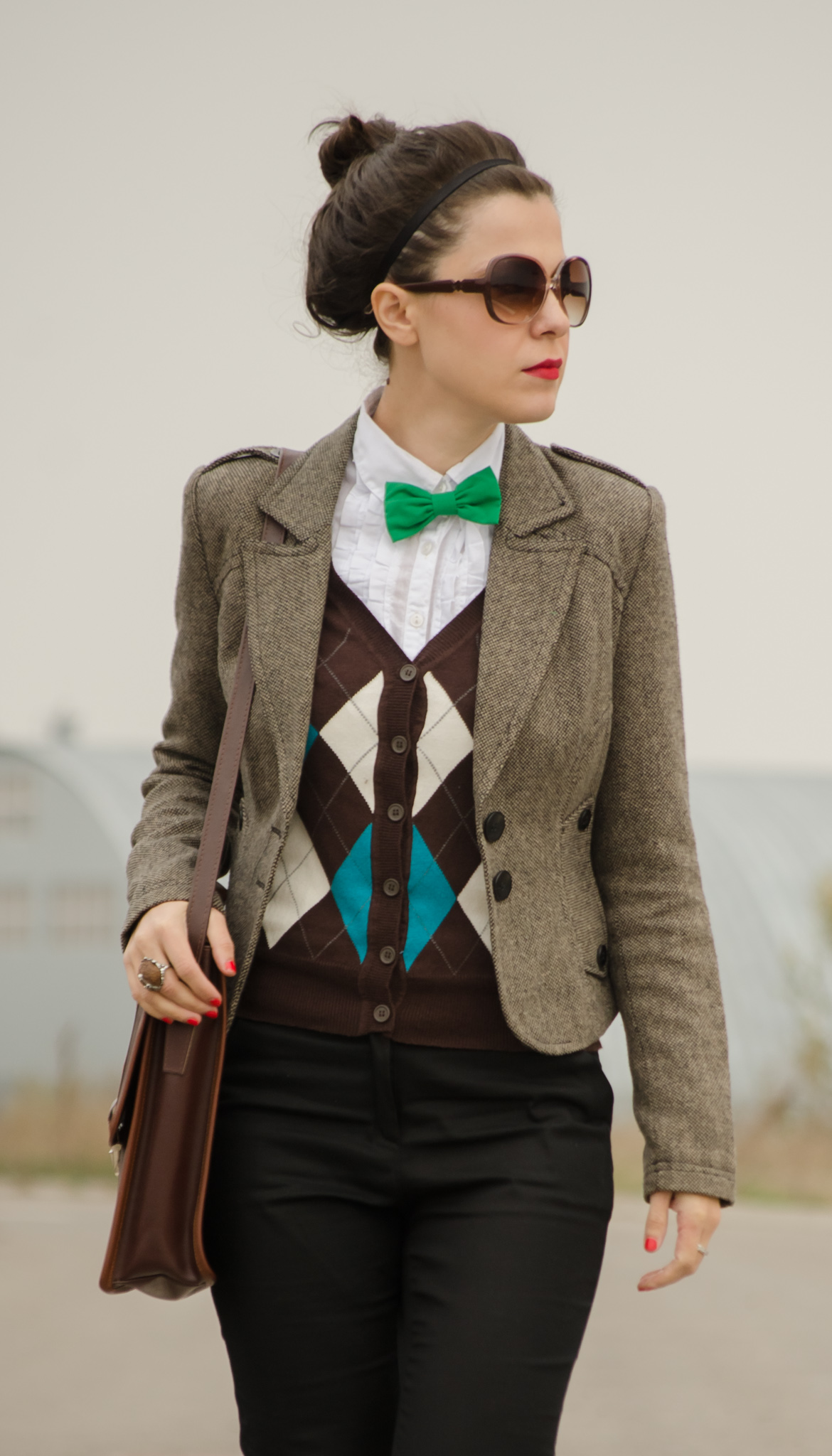 black pants green socks heels over sized scarf burgundy brown jacket fall autumn checkers sweater bow-tie stachel bag thrifted vero moda