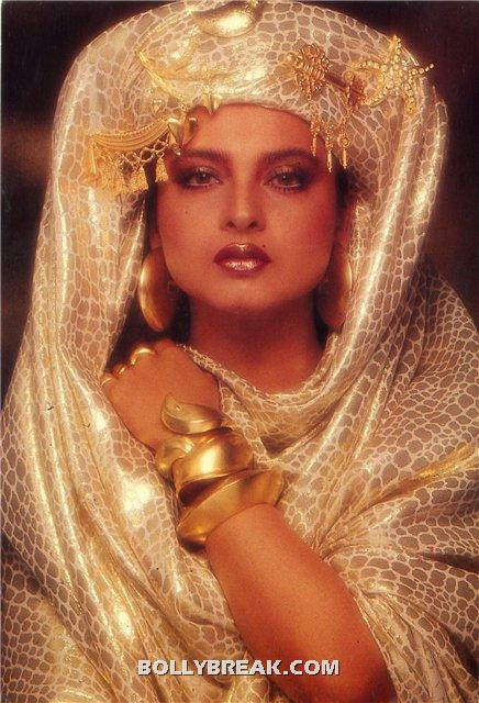 Rekha hot egyptian princess dress looking sexy with makeup - (6) - Rekha Hot Pics - 1980's 1970's Rekha Photo Gallery