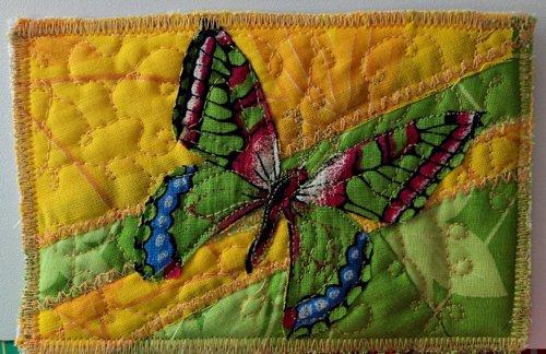Открытка бабочка в руках