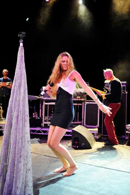 Barefoot Celebrities: ... Miranda Kerr