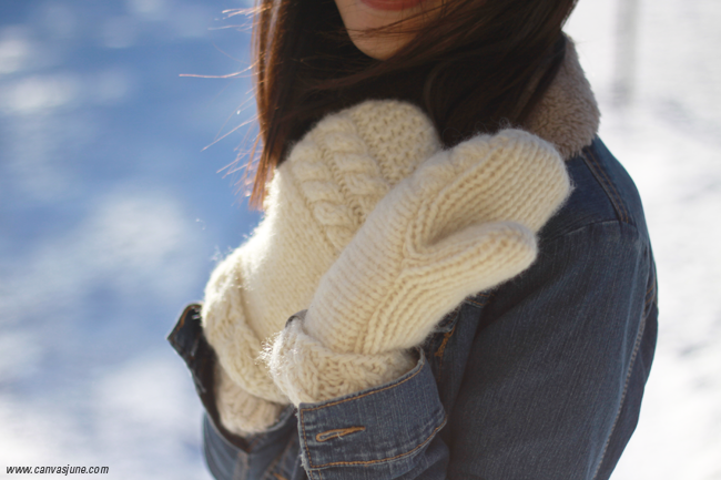 white and blue outfit, winter outfit, denim jacket, hm swather, hm skinny jeans, navy cap, white mitten, all white mittens, favorite mittens, warm wool mittens, blogger winter style, outfit of the day, snow photograph