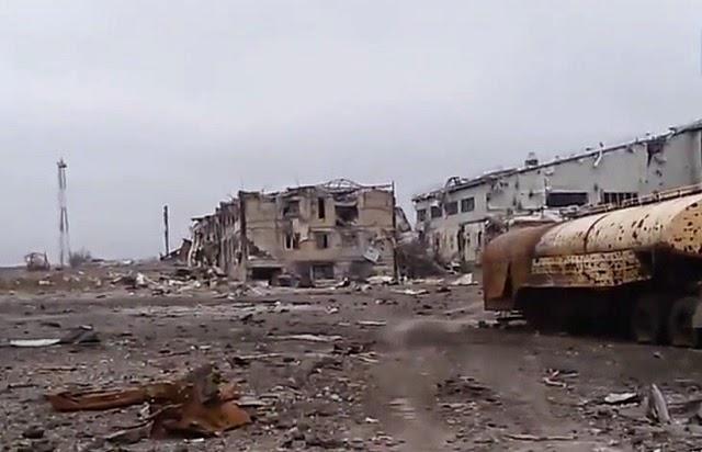 Взорвана взлетно-посадочная полоса Донецкого аэропорта