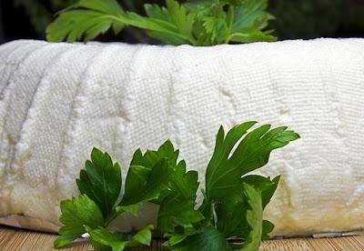 Como fazer queijo fresco caseiro com coalho (receita de queijo branco)