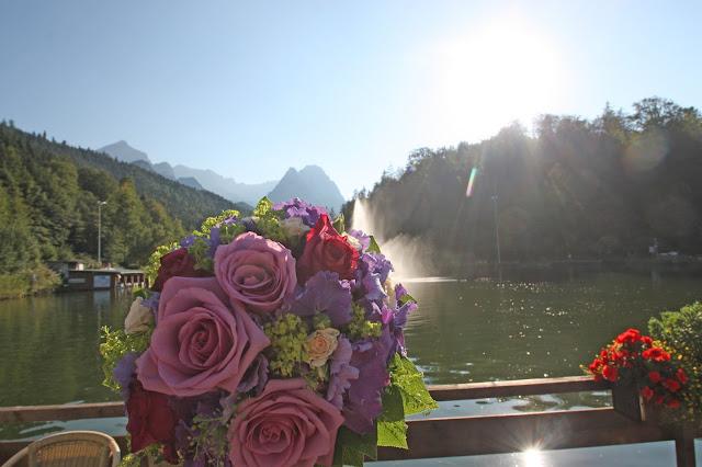 Brautstrauß in lila, Pink und Rosa am Riessersee in Garmisch