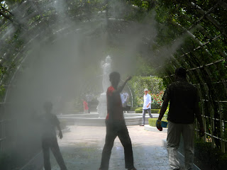 jet sprays of water to cool off!