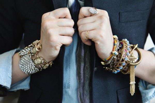 accumulation de bracelets