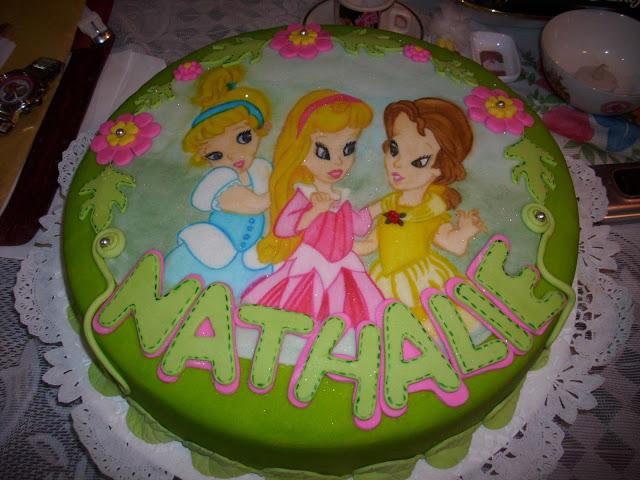 Modelo De Torta Dos Pisos Decoado Con Flores Y Princesas Beb S