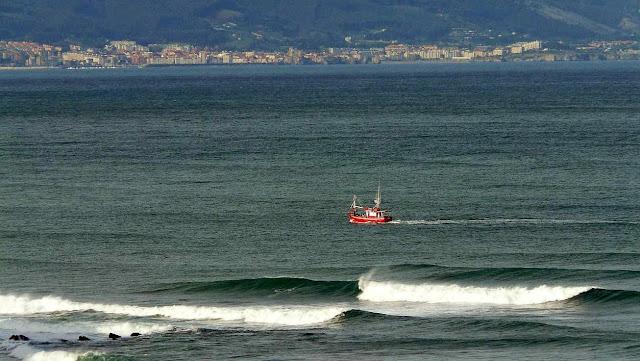 pesquero volviendo a puerto