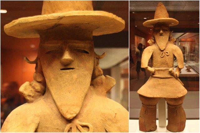 Escultura japonesa, haniwa de un cacique, Ibaraki en el British Museum, Museo Britanico en Londres