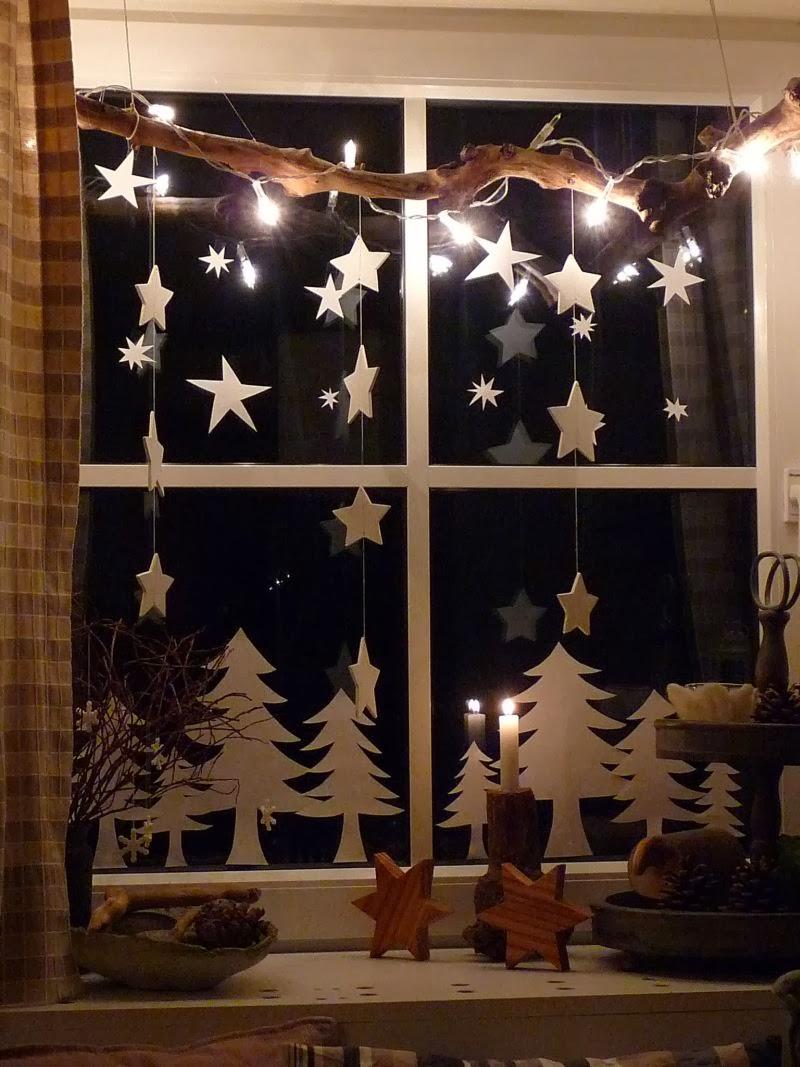 ms ramas para nuestra tercera ventana aqu la rama sirve de soporte para las luces de navidad que se han enroscado a su alrededor y tambin para las