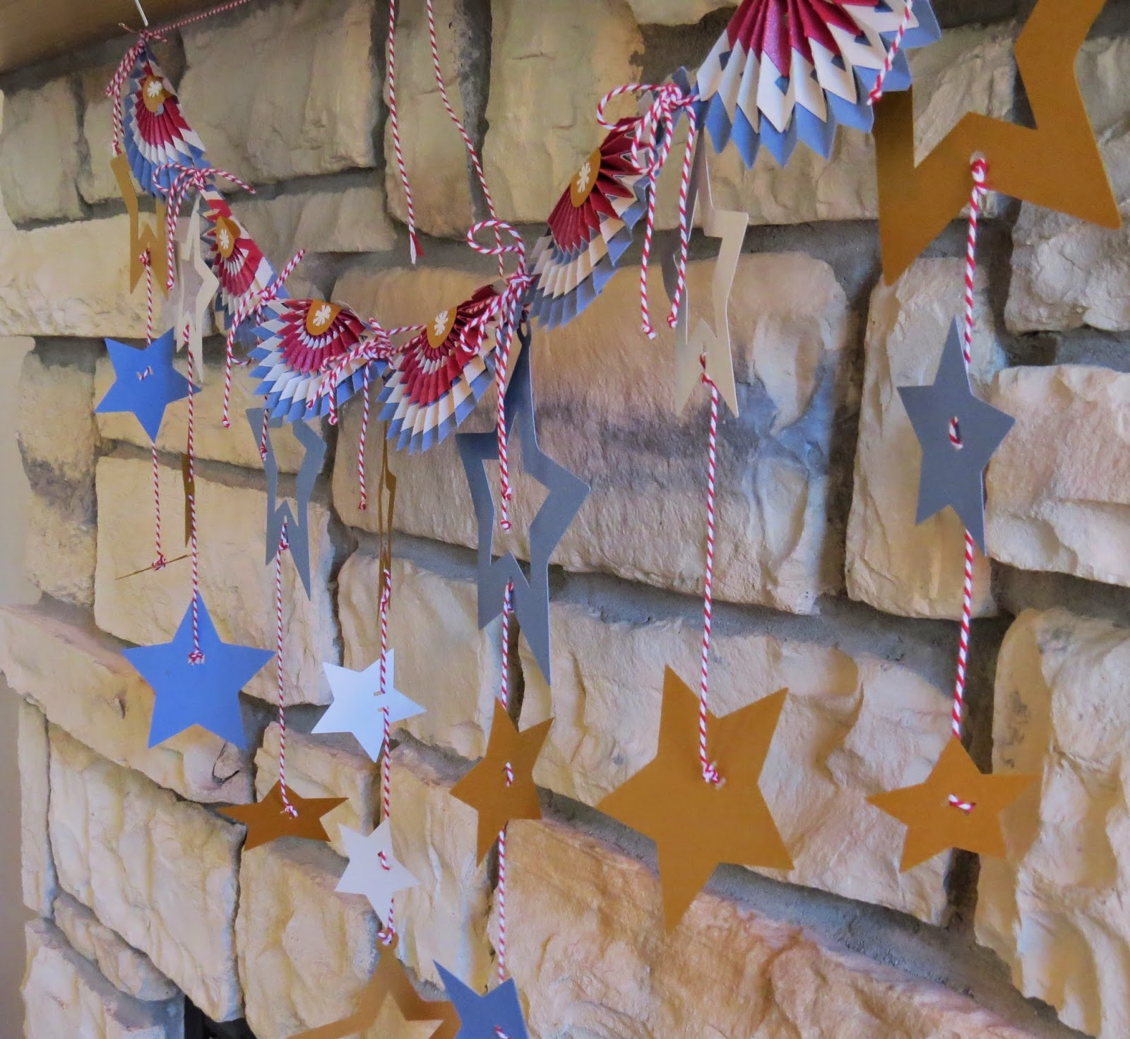 4th of July Banner, Mantle