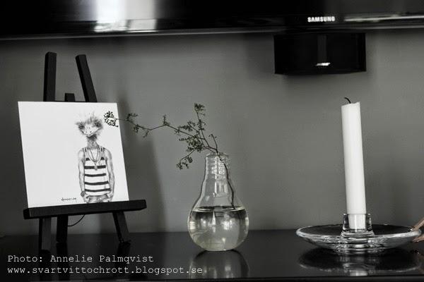 holmegaard, ljusstake, ljusstakar, läder, läderdetalj, läderdetaljer, läderdetaljerna, staffli, detalj, detaljer, mediamöbel, mediamöbler, vid tv, tv:n, grå, vägg, dekoration, prints, godiebag, bloggforum 2014