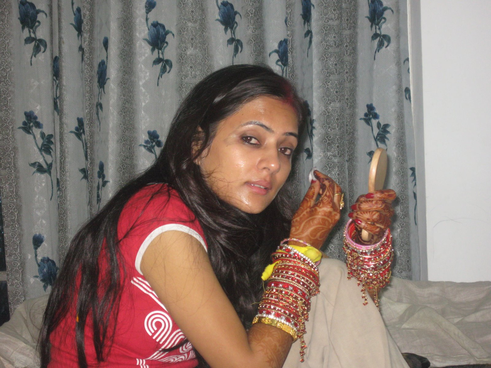Pakistani girls at home telugu actress hot sexy bikini for Home wallpaper karachi