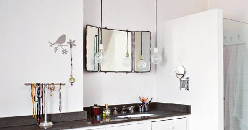d co tableau personnaliser son int rieur une autre fa on d 39 clairer son miroir de salle de bain. Black Bedroom Furniture Sets. Home Design Ideas