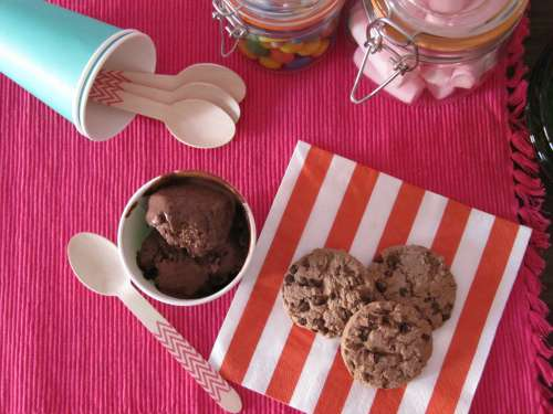 Helado de chocolate y cookies