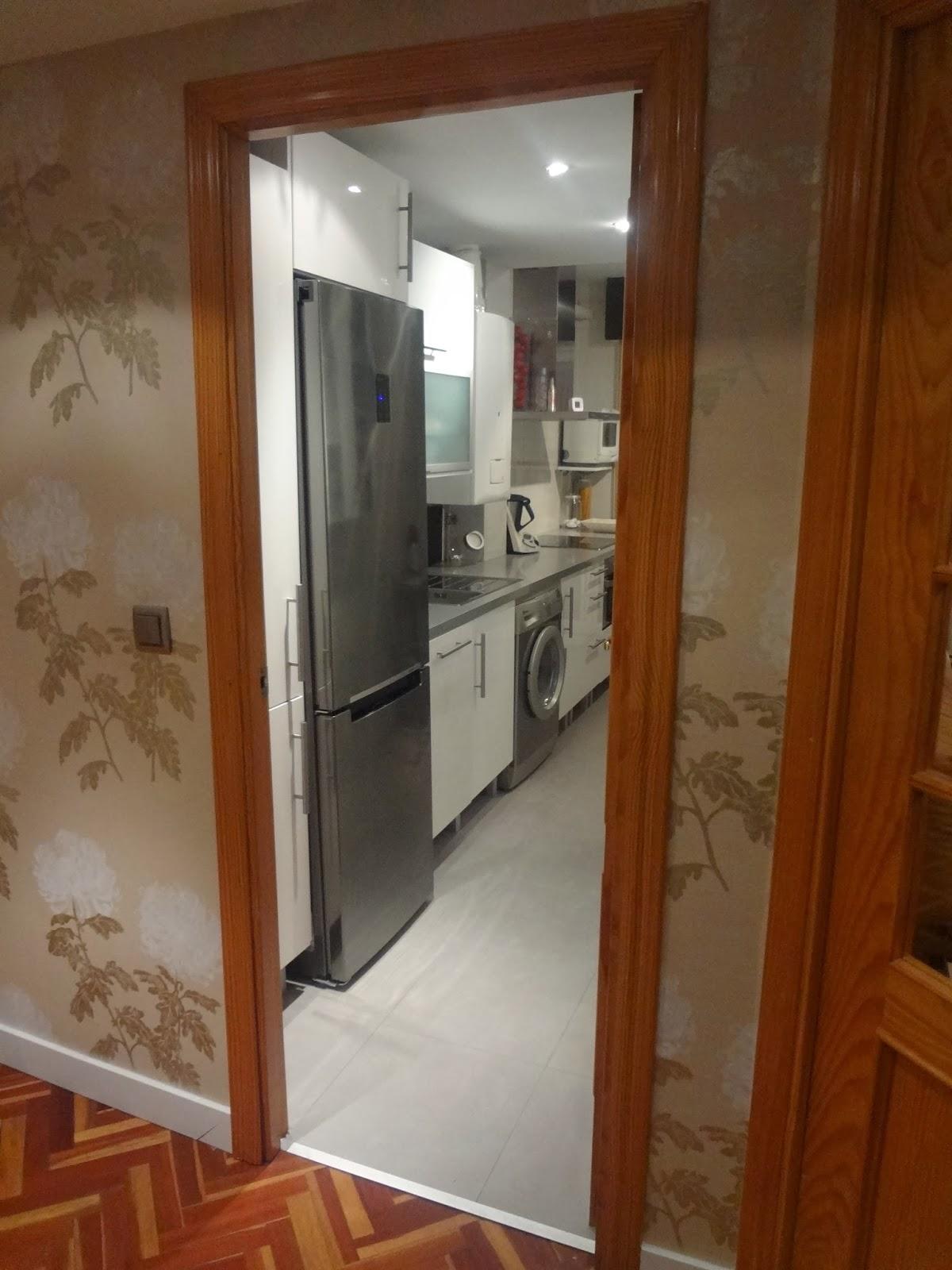 Interiorismo puertas de pino a blanco lacado for Modernizar puertas interior