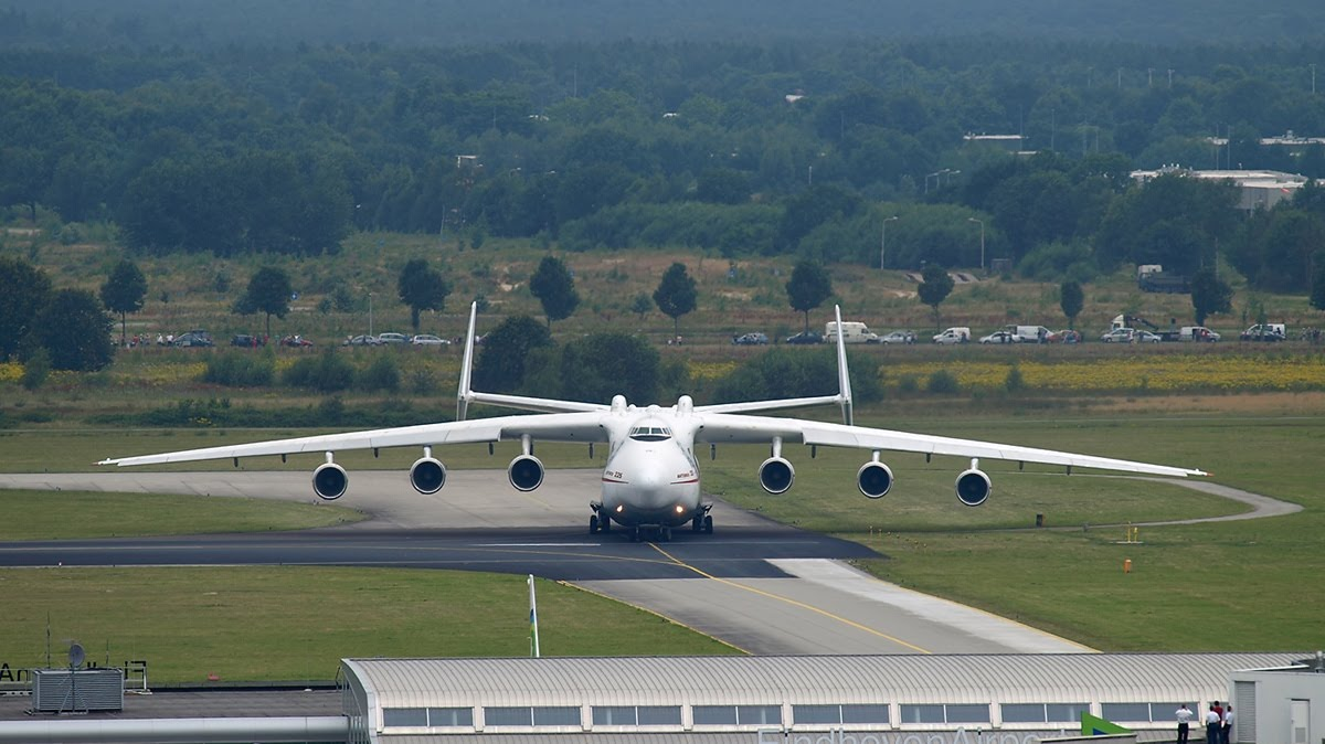 biggest 747 with Worlds Largest Aircraft Antonov 225 on Albany International Airport as well Editorial Photo Lufthansa Airplanes Frankfurt Airport Germany September Airbus Boeing Aircraft Fra German Flag Carrier Image46045106 also Hawaii moreover Watch also Boeing Tour.