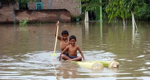 Diterjang Banjir, Belasan Rumah di Pacitan Rusak