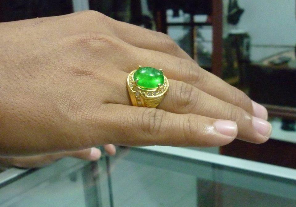 Batu Natural Zamrud Kalimantan Kristal
