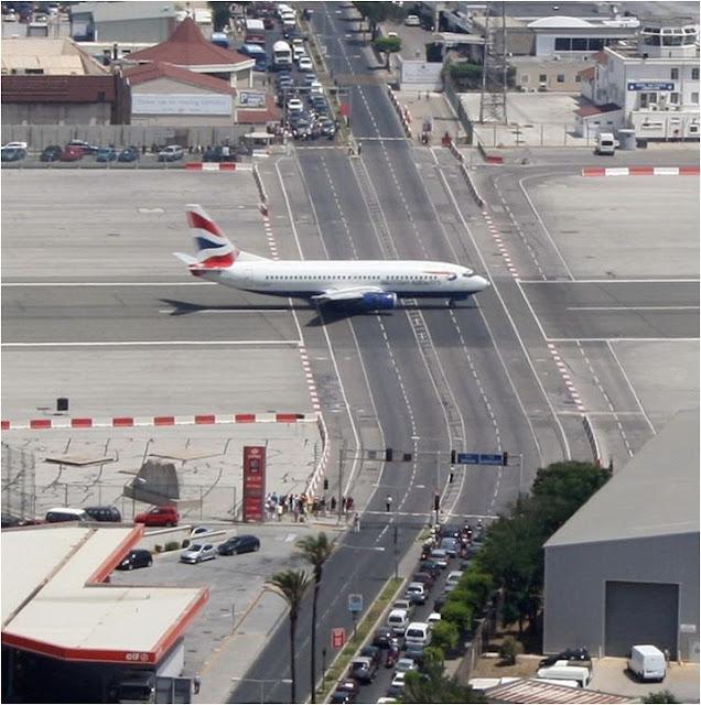 Aeropuerto con Poco Espacio... en Gibraltar