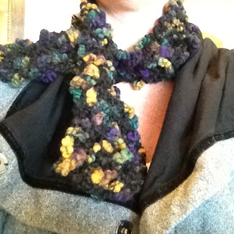 Knitting Blog: Free Knitting Patterns: Super Easy Keyhole Scarf