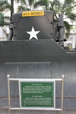 Bulldozer expuesto en el museo de guerra de Vietnam