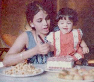 baby aishwarya rai with her mother