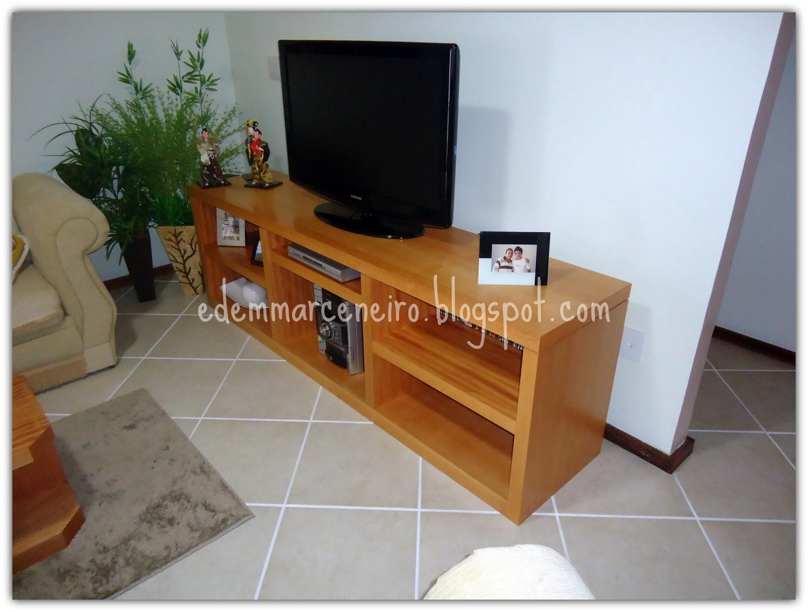 Rack para TV em madeira Edem Marceneiro #76411C 1600x1212