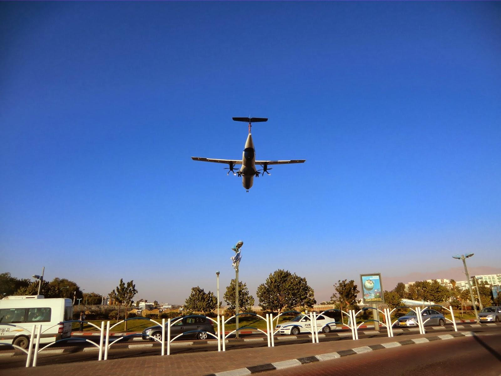Самолет садится в Эйлате