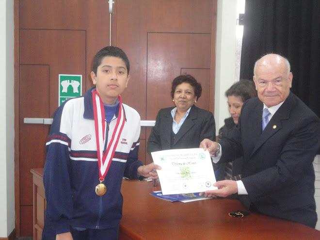 MEDALLA DE ORO Y  NUEVO BICAMPEON NACIONAL VII OLIMPIADAS PERUANAS DE BIOLOGIA O.P.B. 2012.