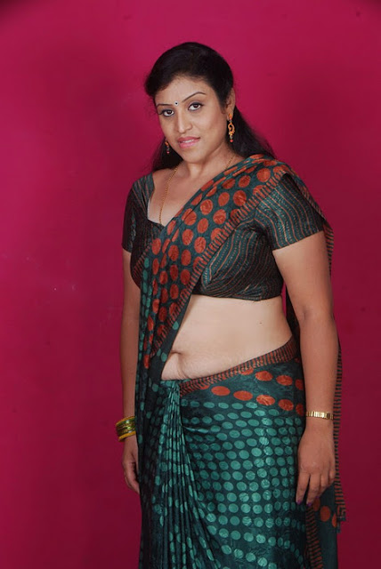 22 telugu aunty boobs pressing with black saree - 3 8