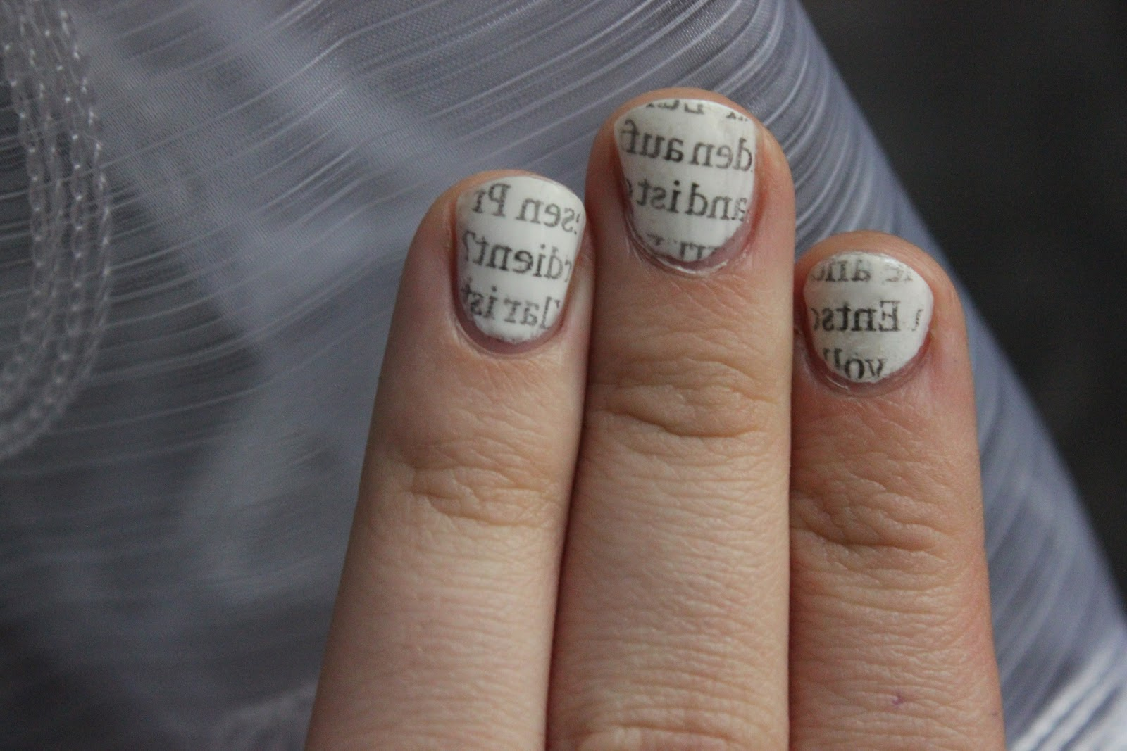 How to: Nail Art: Newspaper Print Nails ohne Alkohol - duftlos
