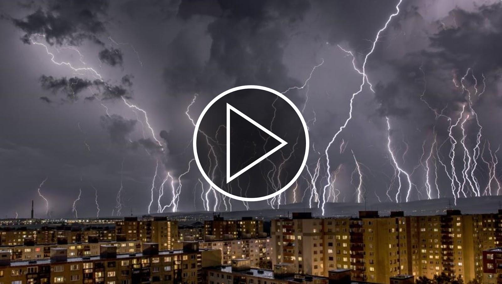 Video timelapse tuyệt vời về sấm sét trong cơn giông bão. Tác giả : Tomas Hulik.
