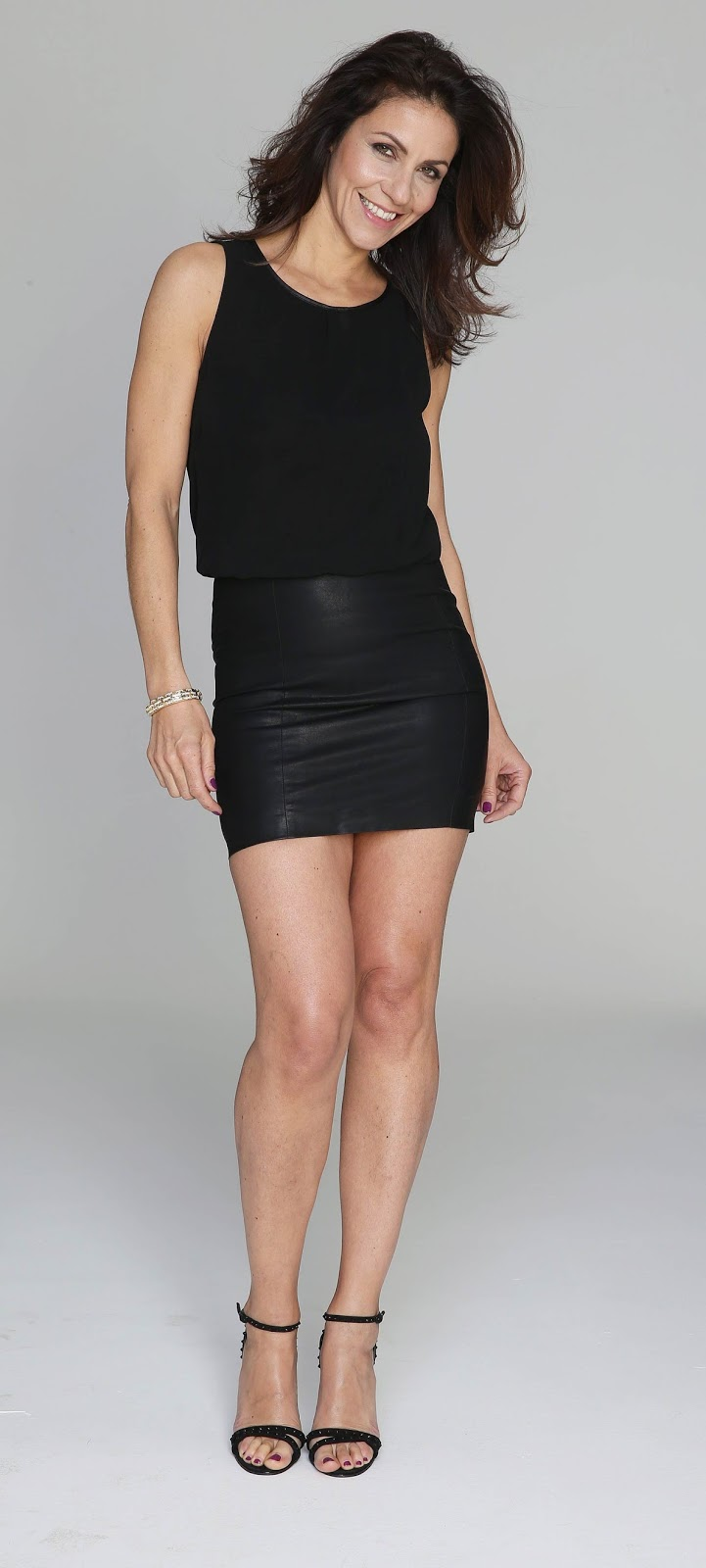 Lovely Ladies in Leather: Julia Bradbury in a leather mini-skirt