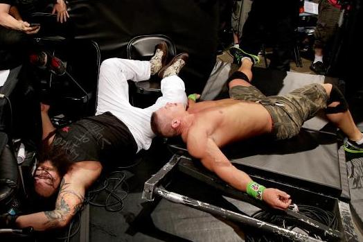 accidente garrafal de la WWE john cena y bray wyatt, accidente suicida en la wwe