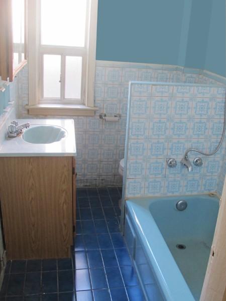 Los jueves decoramos el ba o de cu ntame regresa al - Actualizar mueble bano ...