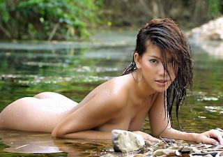 可爱的女孩 - feminax-sexy-hanna-naked-in-the-river-03-700961.jpg