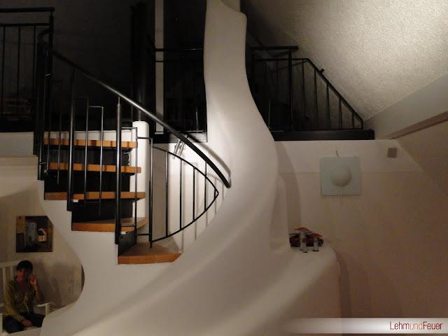 Интерьер печи с лестницей