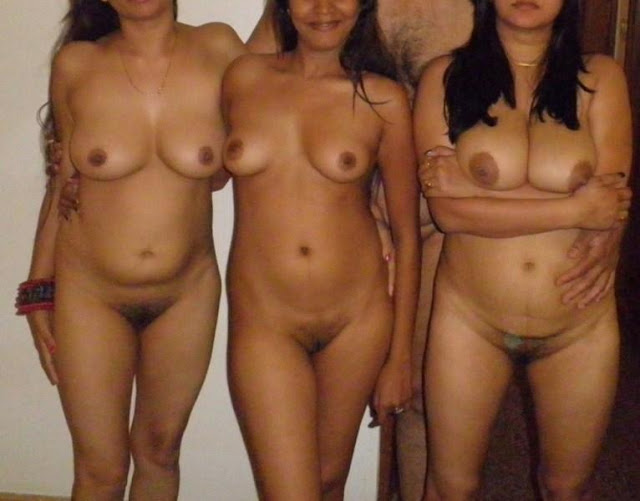 Desi lesbian Naked Aunty Photos showing boobs