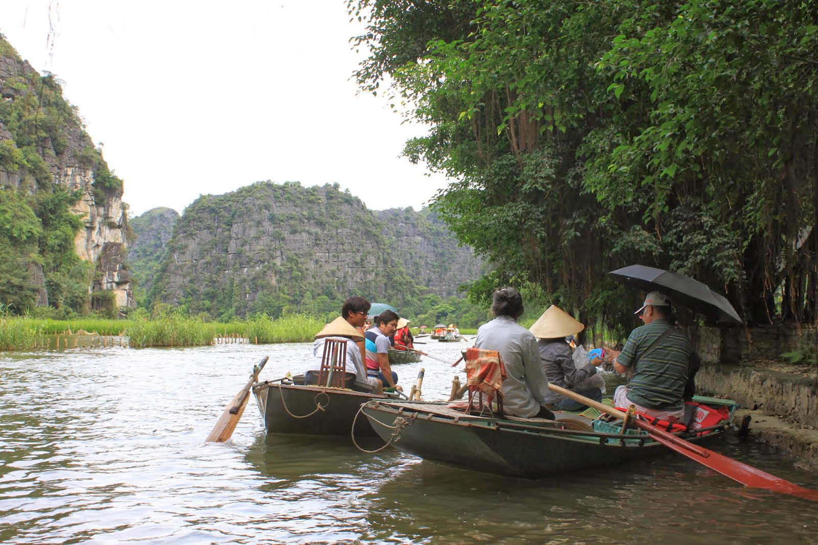 Don't be disappointed when the Vietnamese stop rowing the boats and persuade you to buy souvenirs at Tam Coc which is very common to find at any tourist attractions in Vietnam