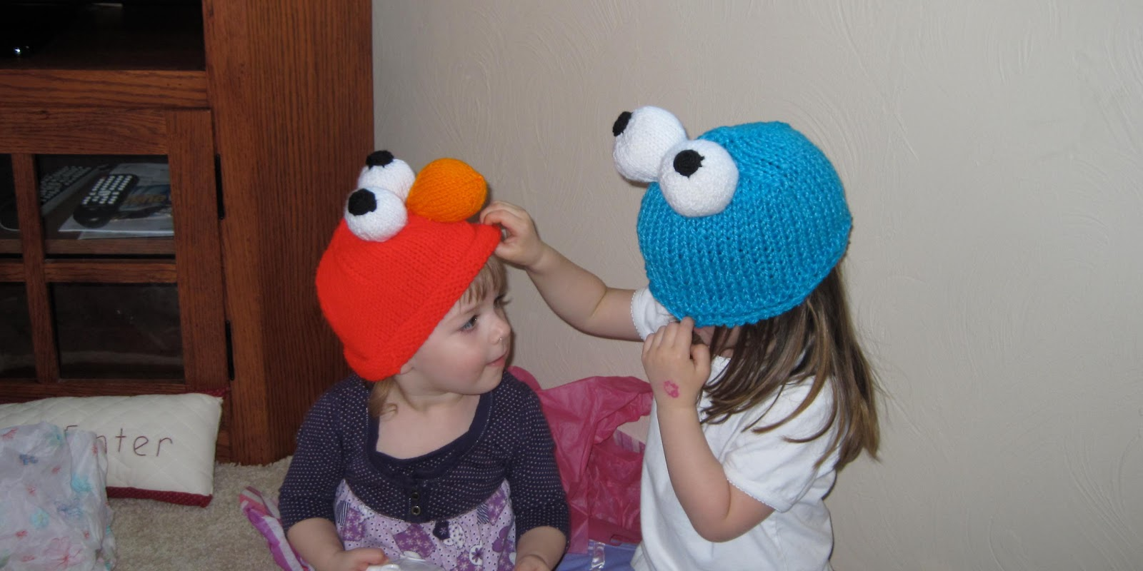 Craftimism elmo and cookie monster knit hats elmo and cookie monster knit hats bankloansurffo Gallery